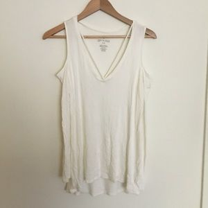 White ribbed cold shoulder long sleeve tee